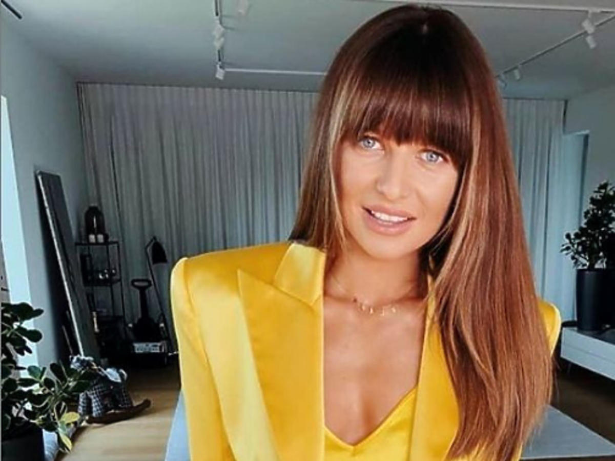 Anna Lewandowska w żółtej marynarce