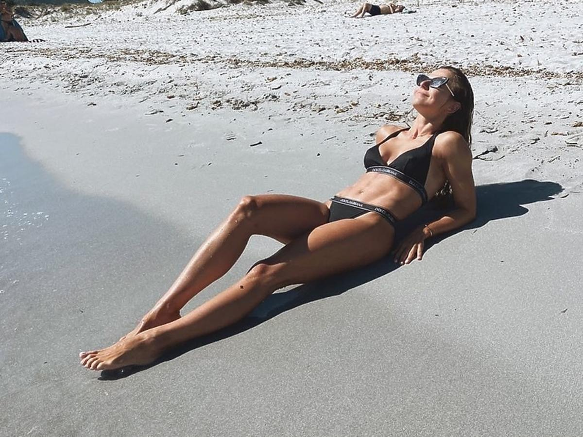 Anna Lewandowska wypoczywa na plaży