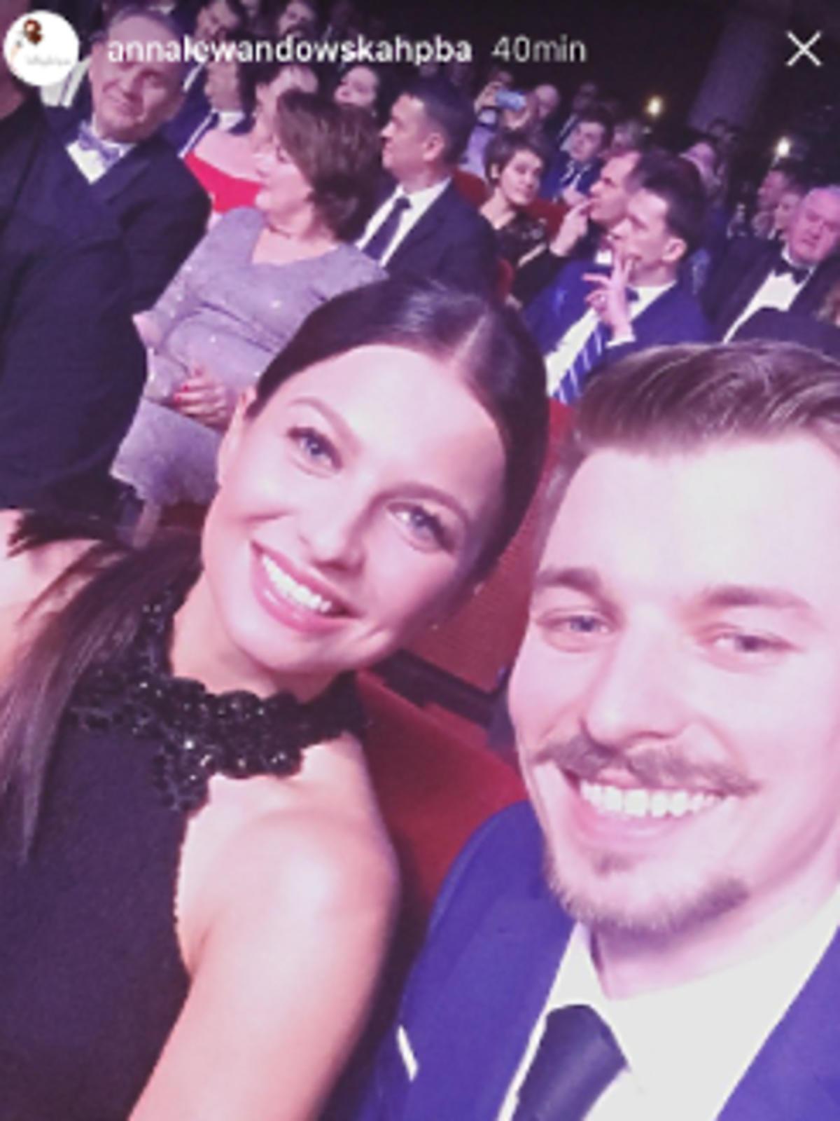 Anna Lewandowska z bratem Piotrkiem na gali