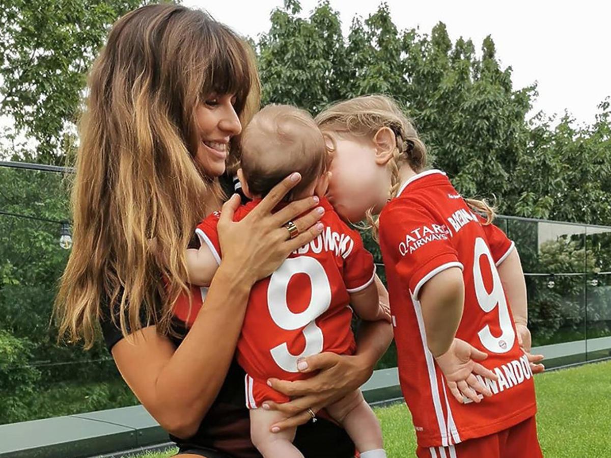 Anna Lewandowska z córkami