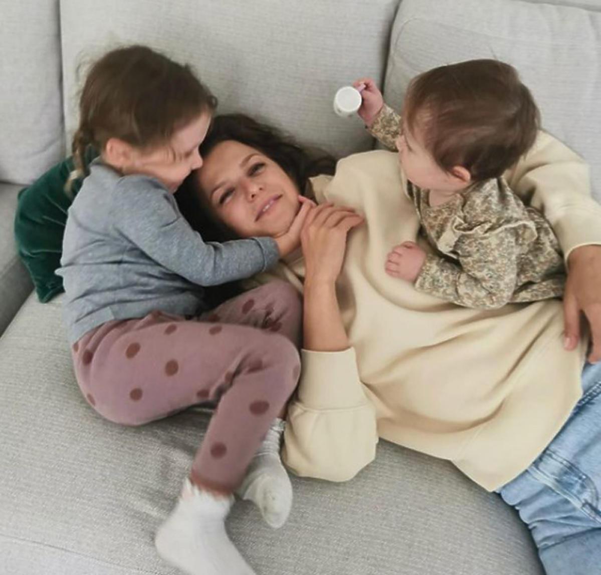 Anna Lewandowska z córkami Laurą i Klarą
