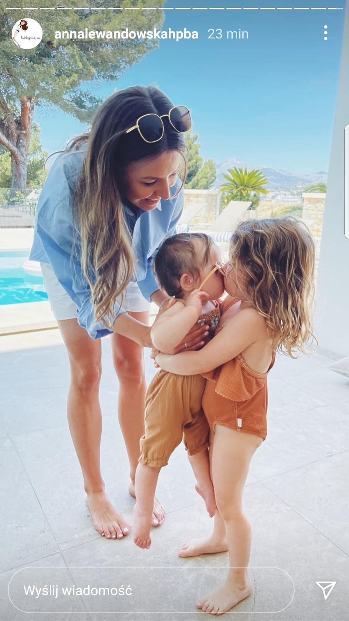 Anna Lewandowska z córkami na wakacjach