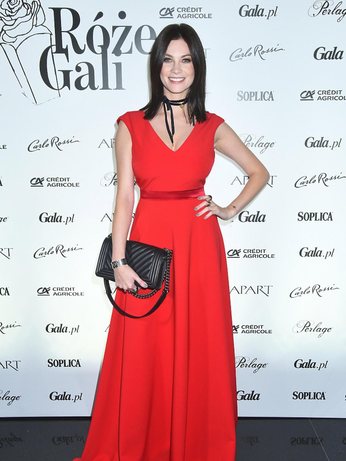 Anna Lucińska w czerwonej sukni