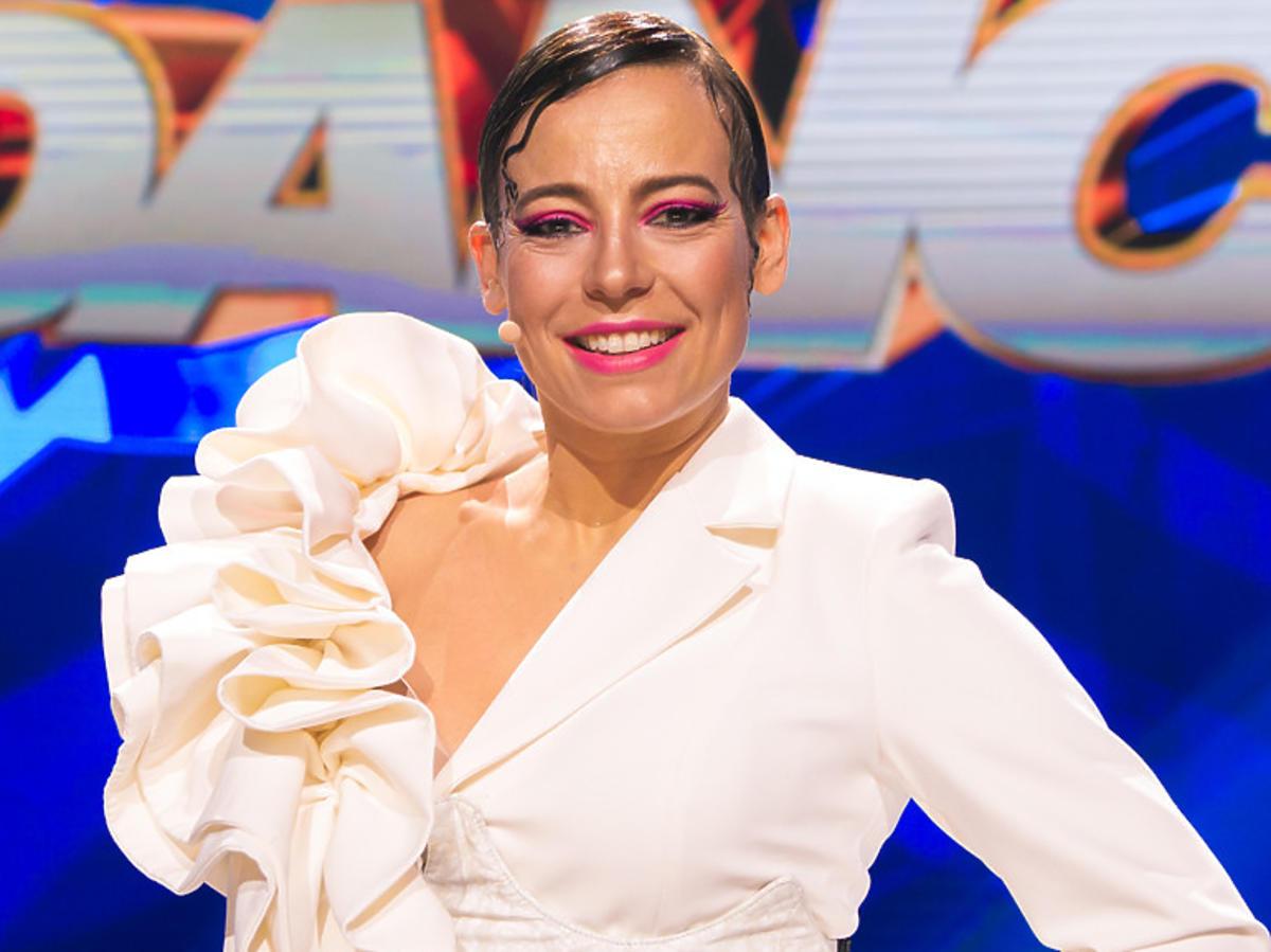Anna Mucha w białej sukience w Dance Dance Dance