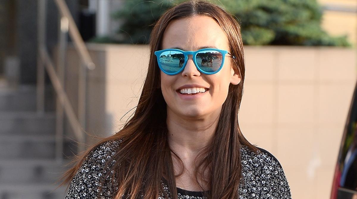 Anna Mucha w okularach przeciwsłonecznych