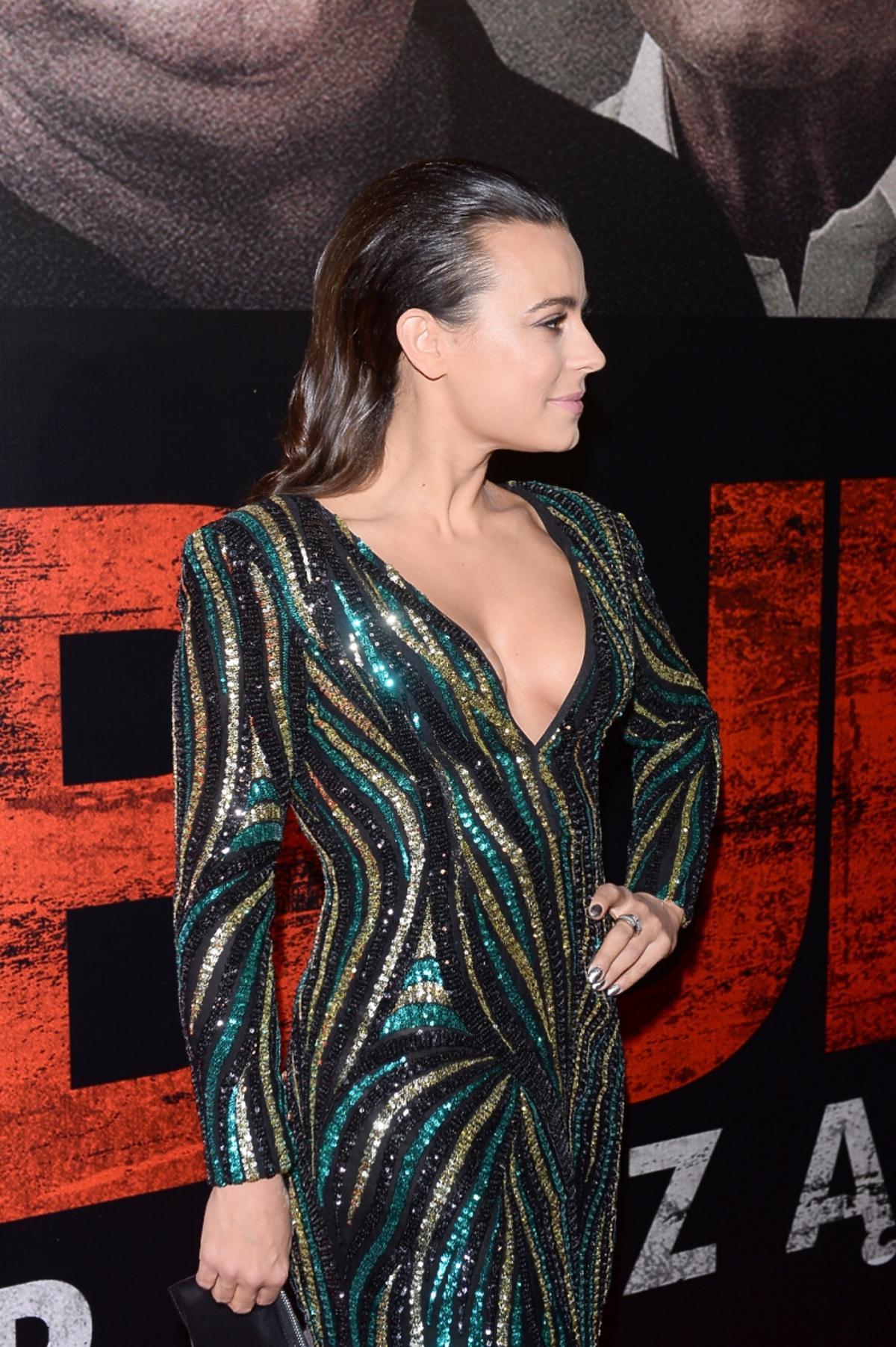 Anna Mucha w sukience z dekoltem
