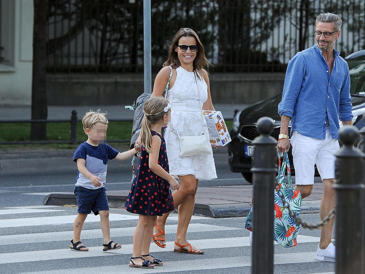 Anna Mucha z dziećmi i Marcelem Sorą 2018