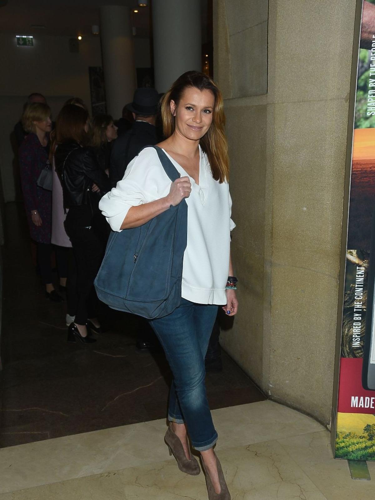 Anna Oberc w białej bluzce