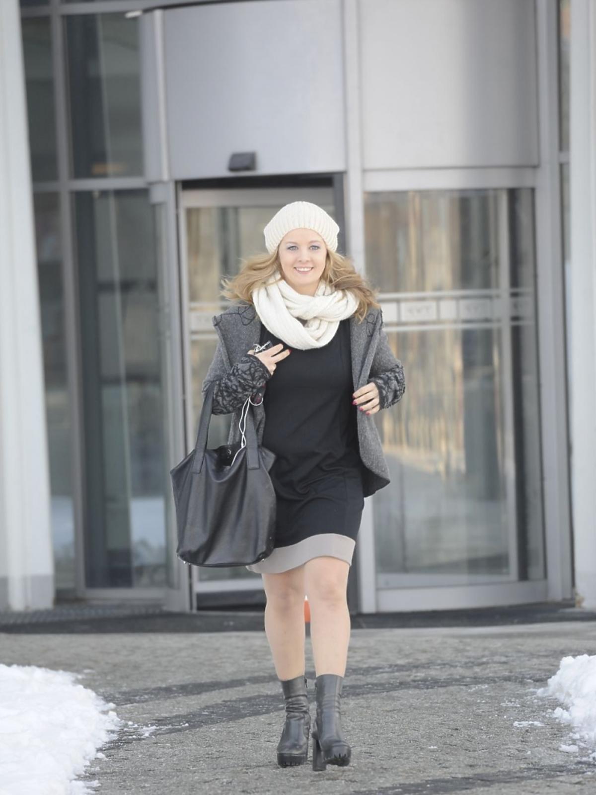 Anna Powierza w czarnej sukience