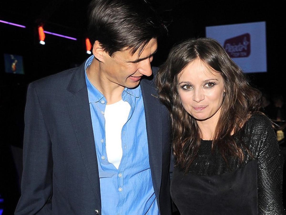 Anna Przybylska i Jarosław Bieniuk na imprezie pozują do zdjęć