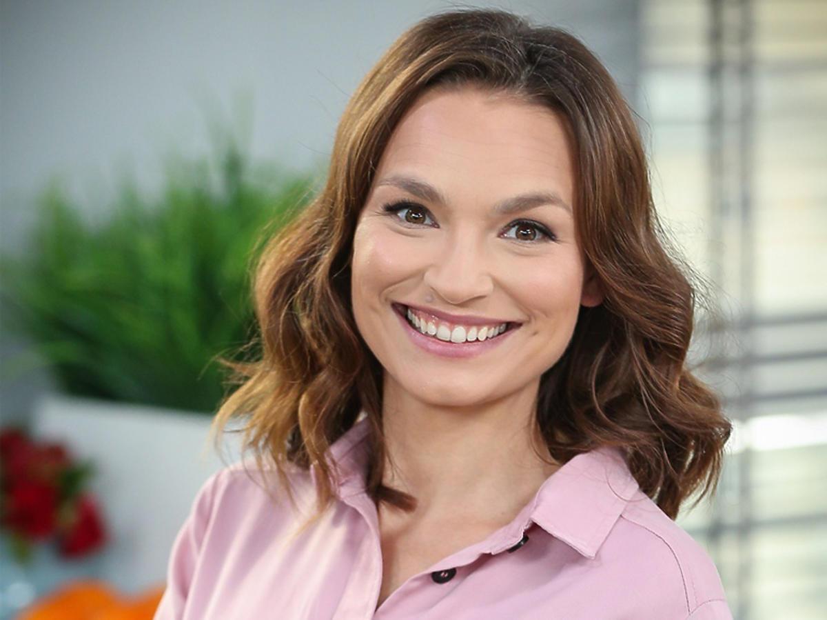 Anna Starmach w Dzień dobry TVN w różowej koszuli