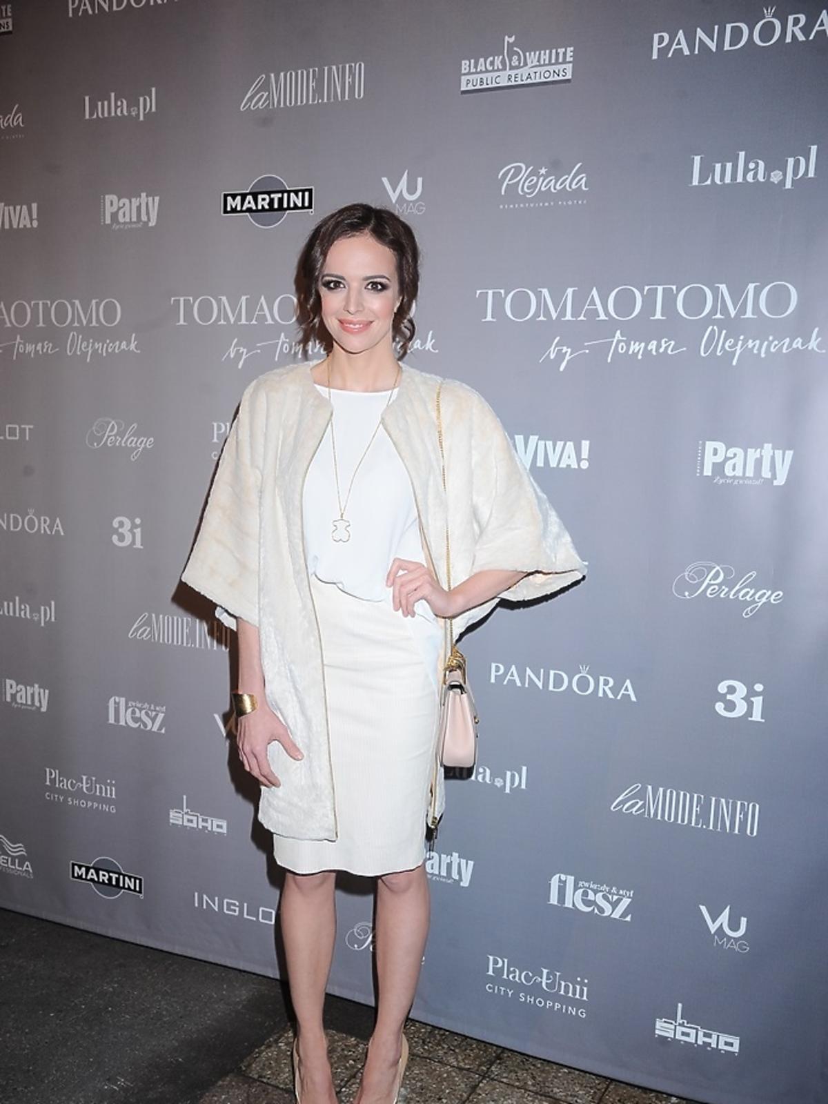Anna Wendzikowska w białej bluzce