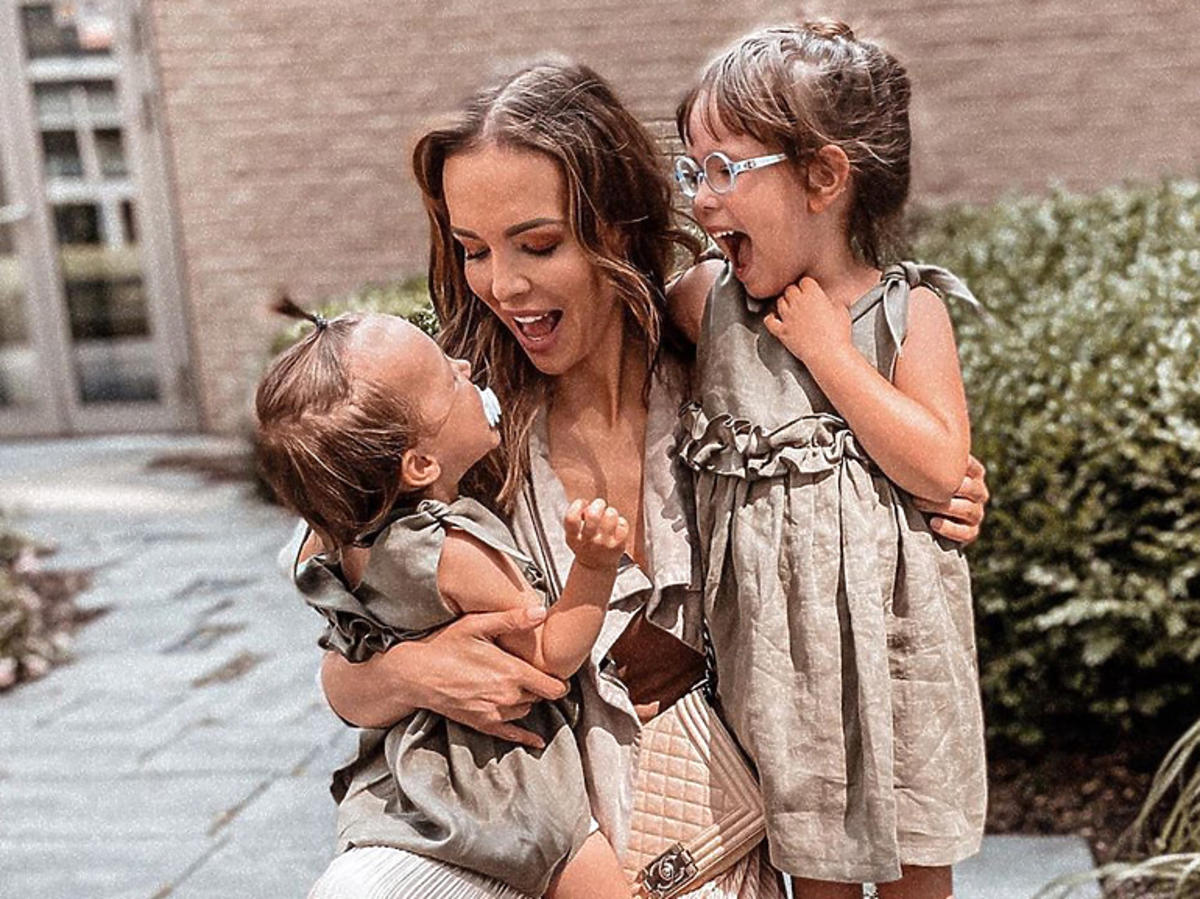 Anna Wendzikowska z córkami