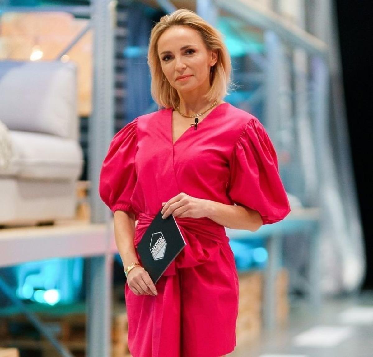 Anna Wyszkoni w różowej sukience