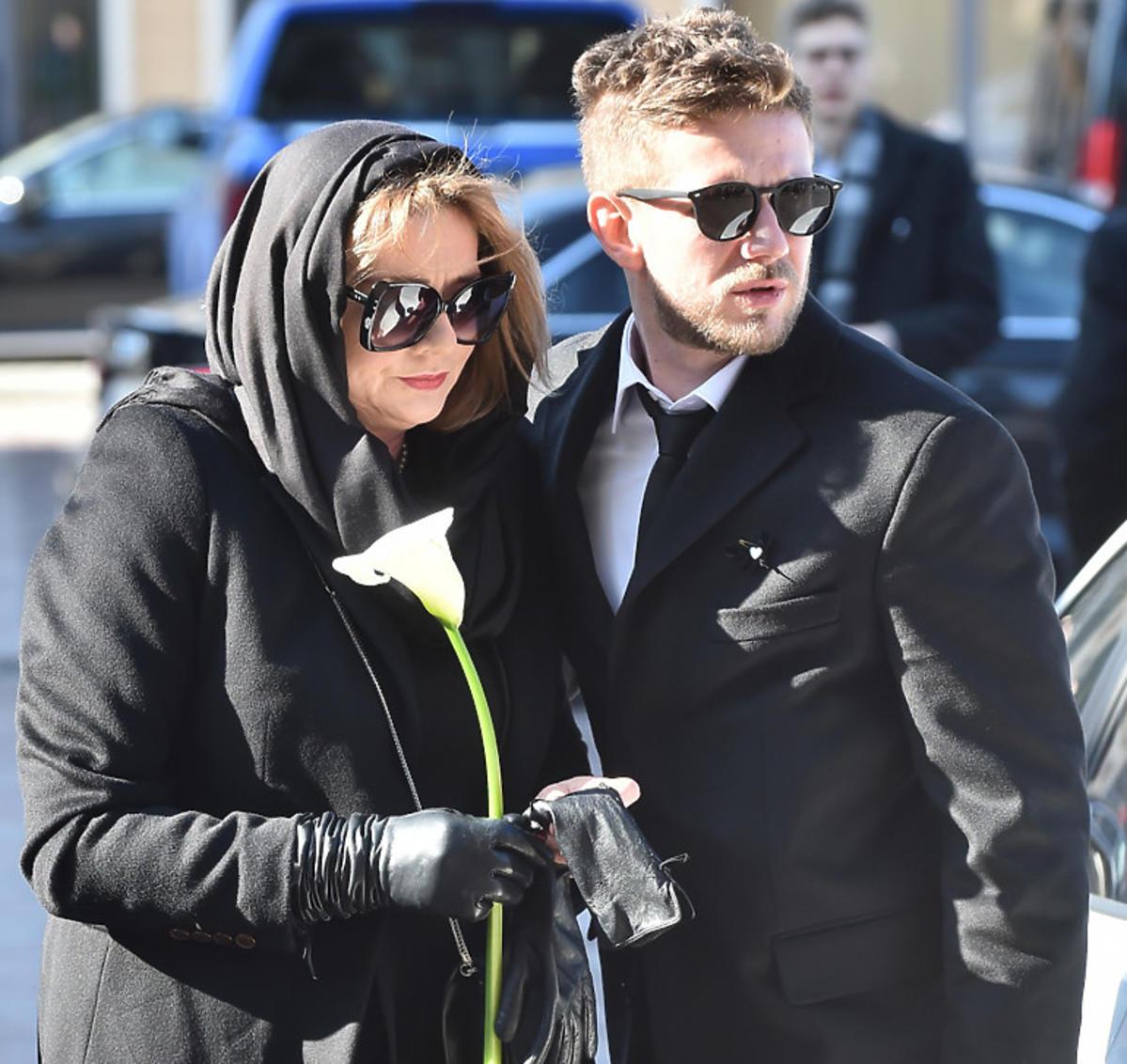 Antoni Królikowski i Małgorzata Ostrowska-Królikowska na pogrzebie Pawła Królikowskiego