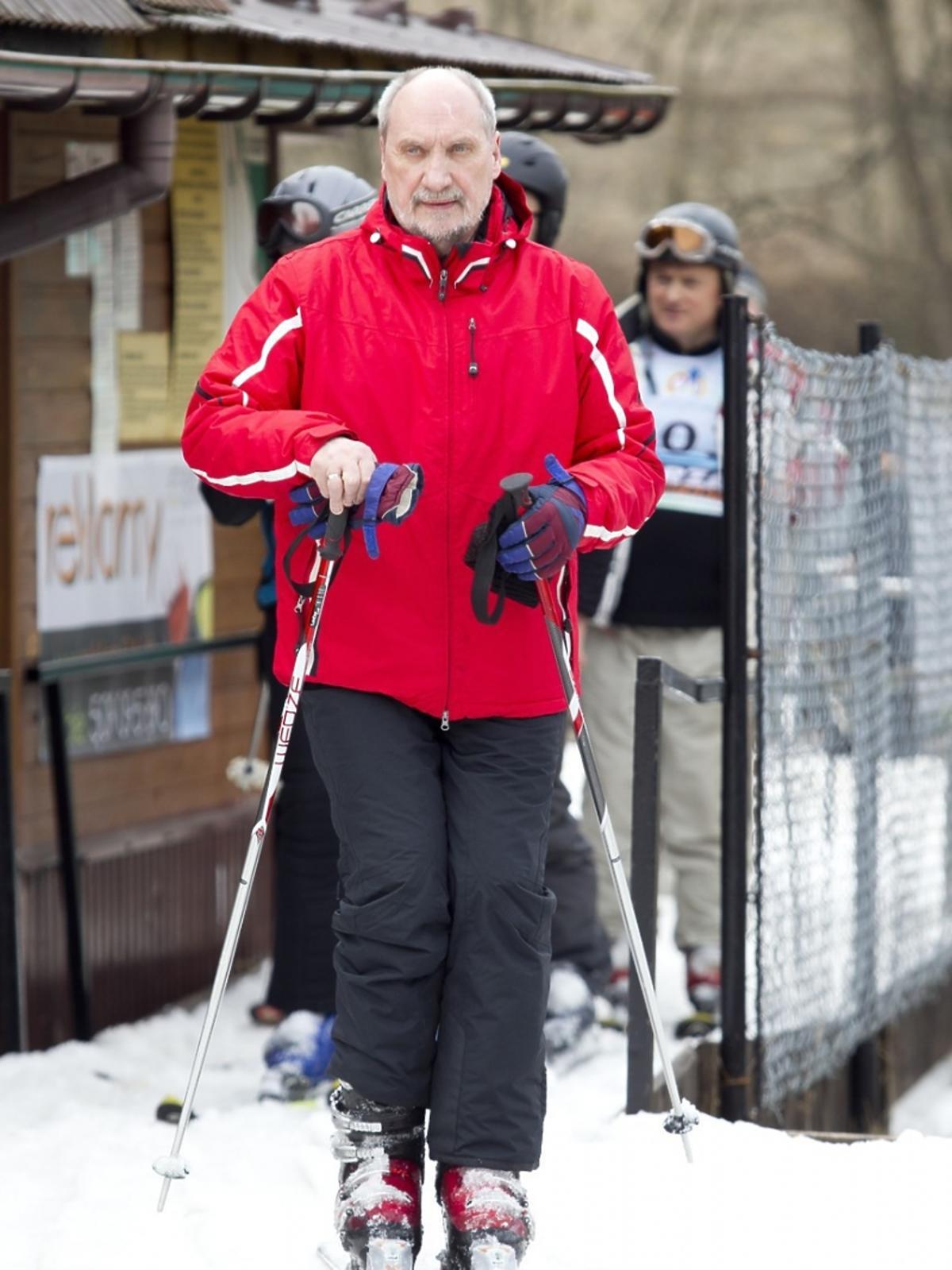 Antoni Macierewicz na nartach