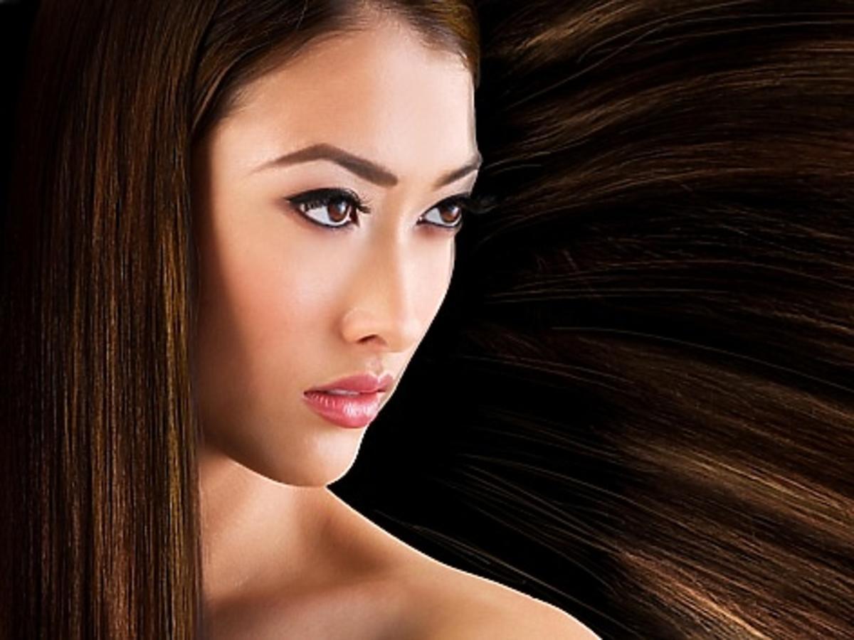 Azjatka z długimi włosami