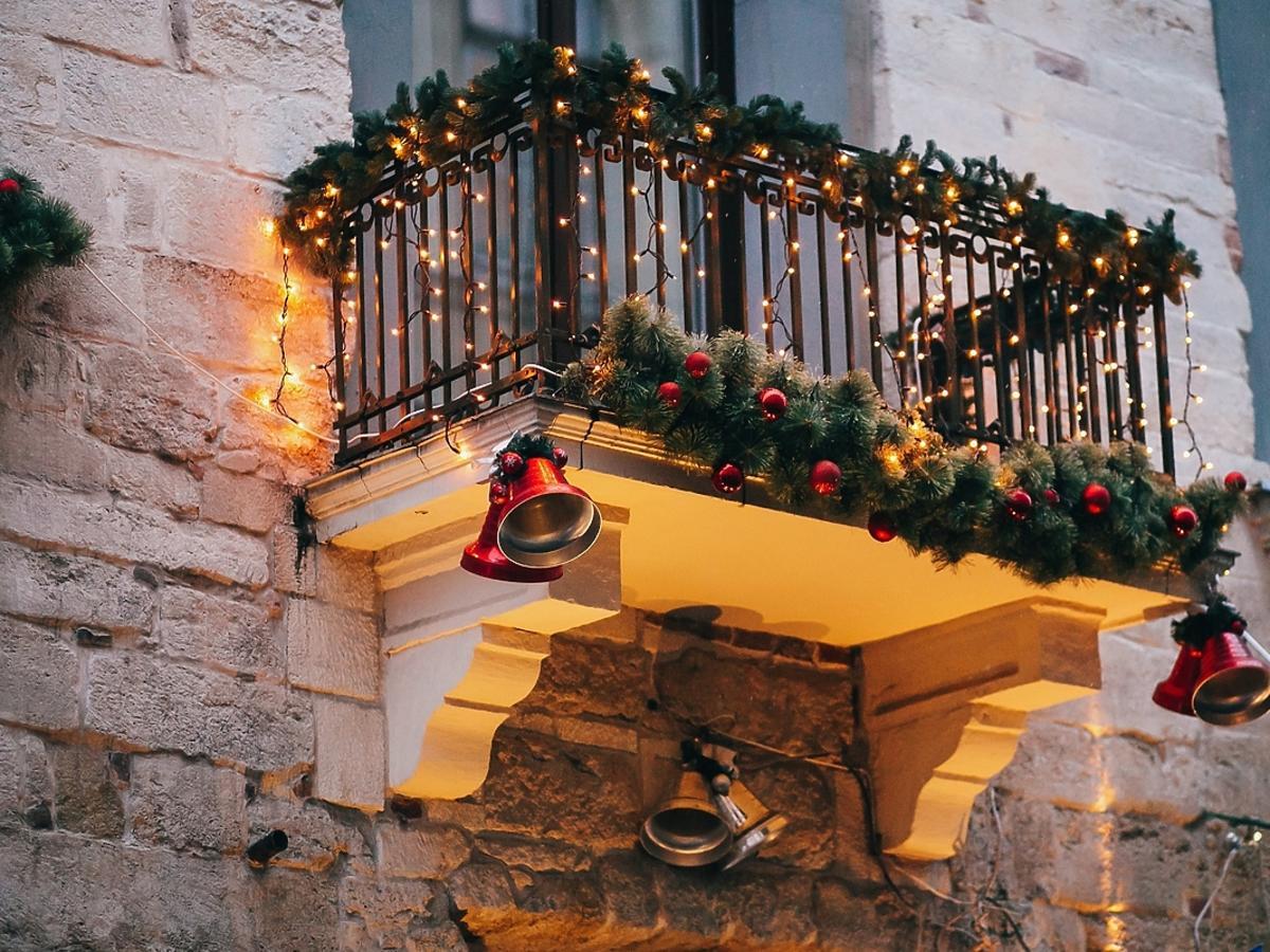 Balkon udekorowany na święta