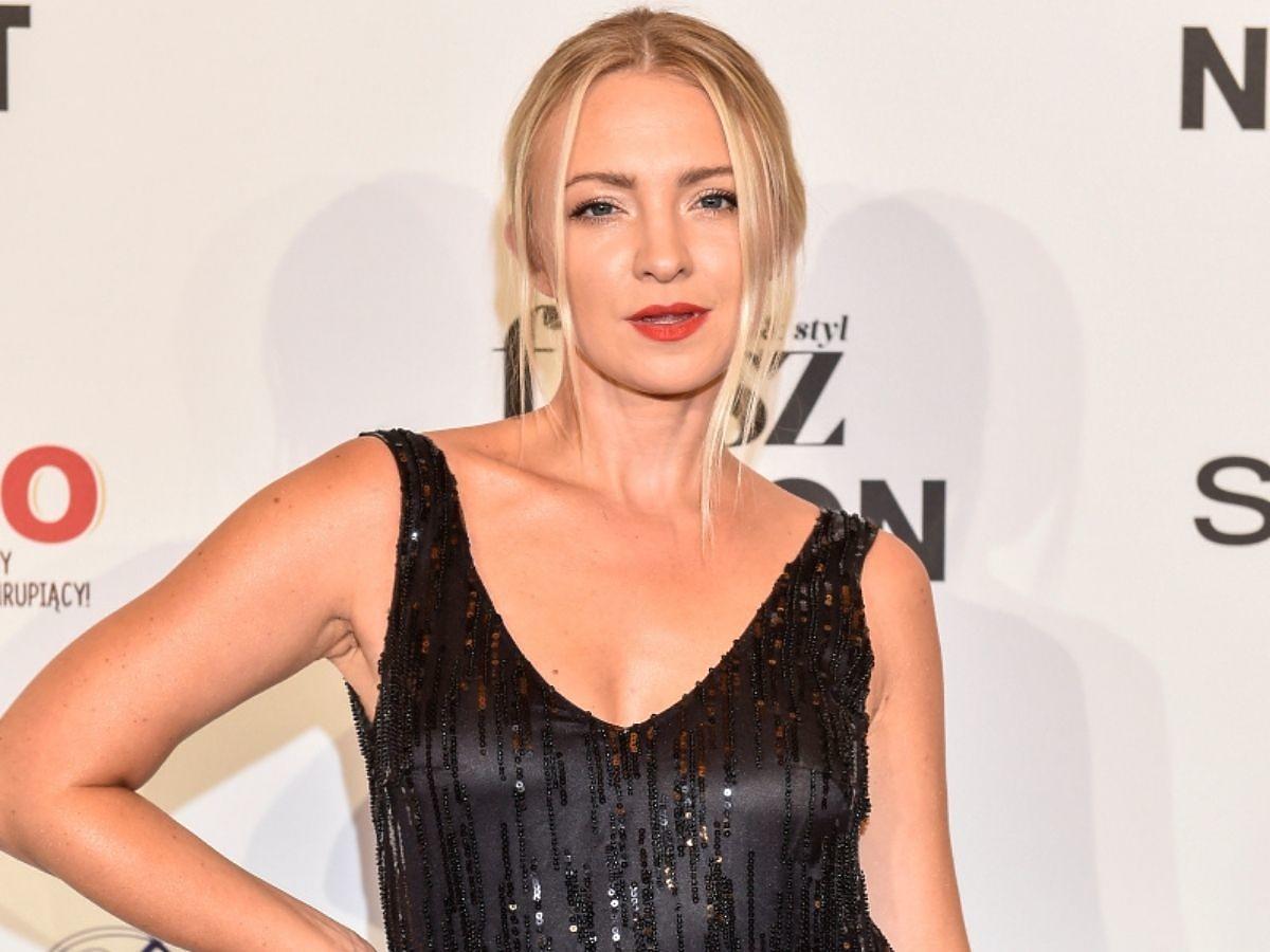 Barbara Kurdej- Szatan na Flesz Fashion Night 2021 w czarnek sukni Tomasza Olejniczaka