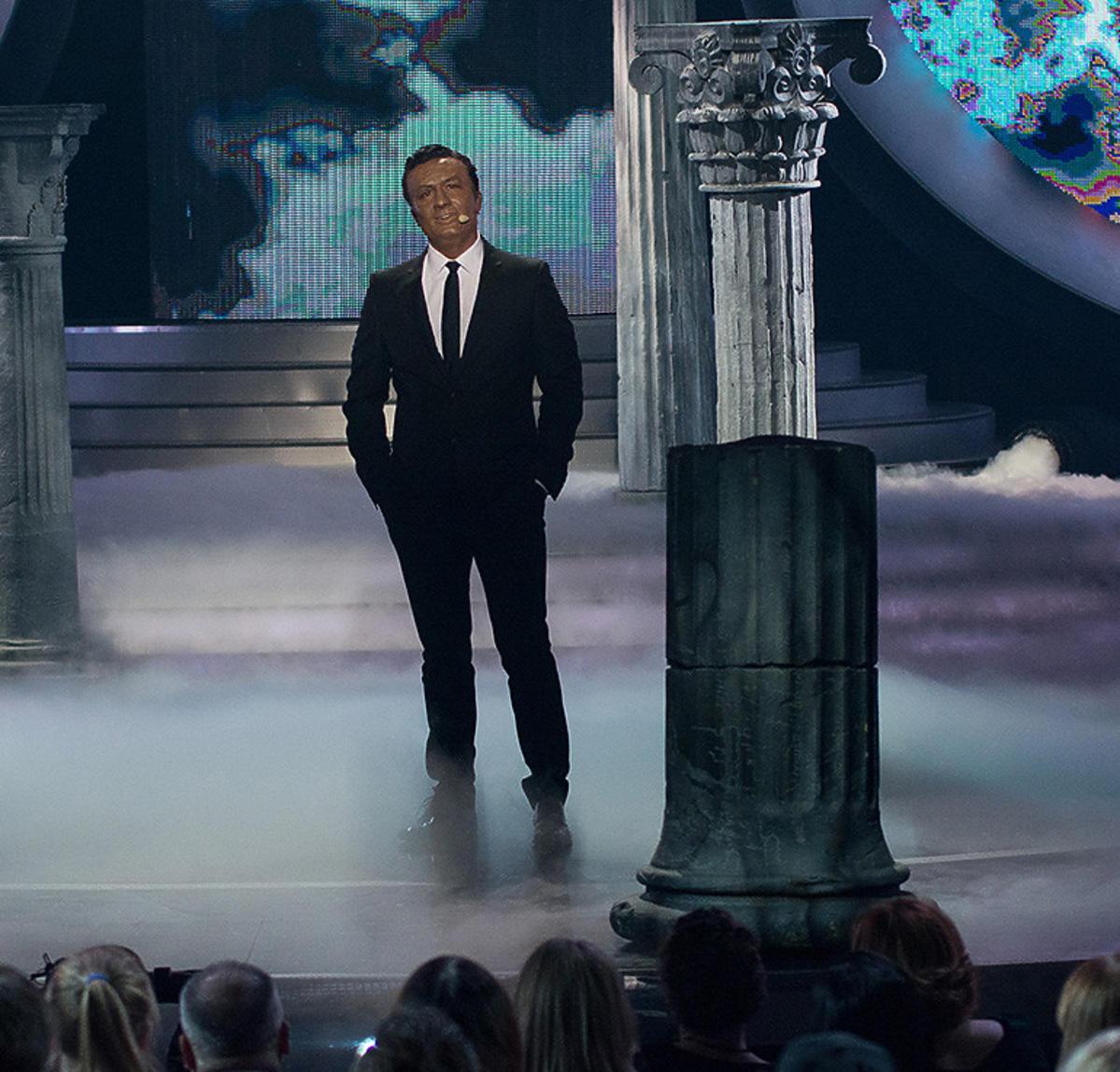 Bartek Kasprzykowski jako Nat King Cole. Odcinek specjalny