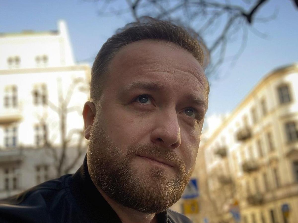 Bartek Kasprzykowski  zamyślony