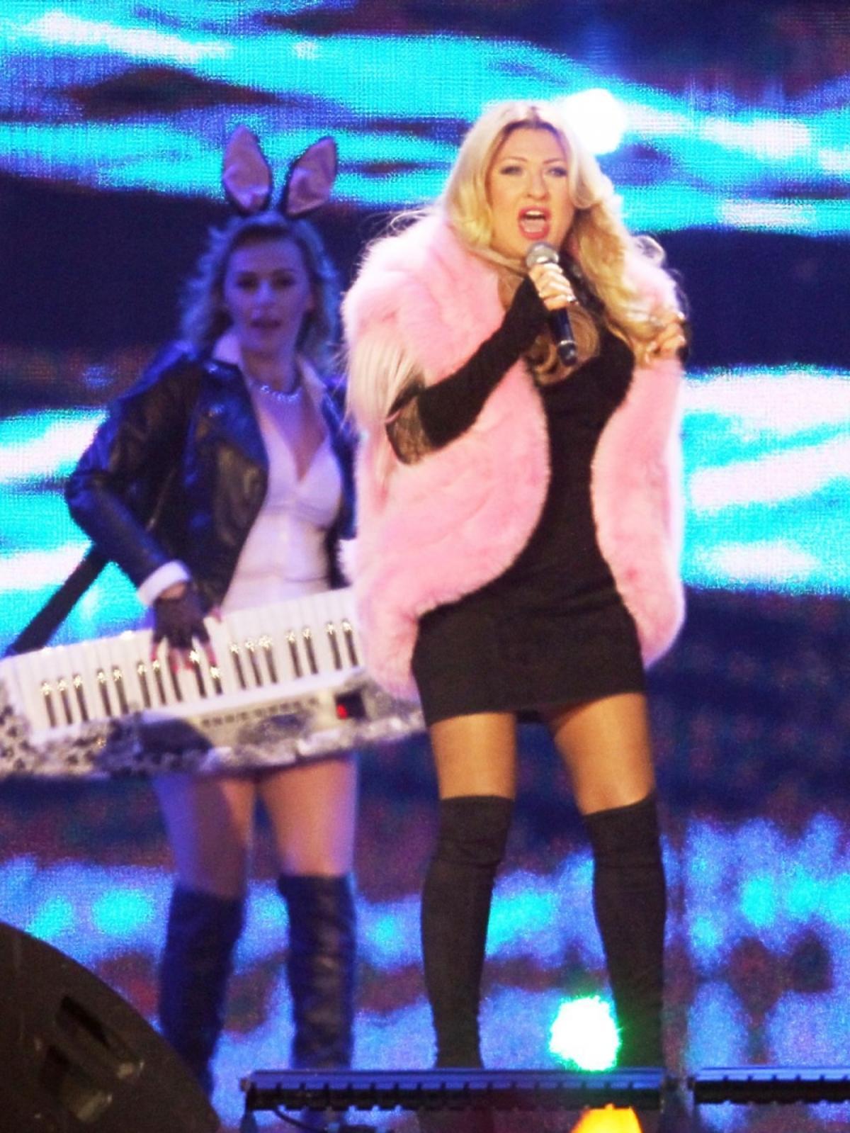 Beata Kozidrak w różowym futrze