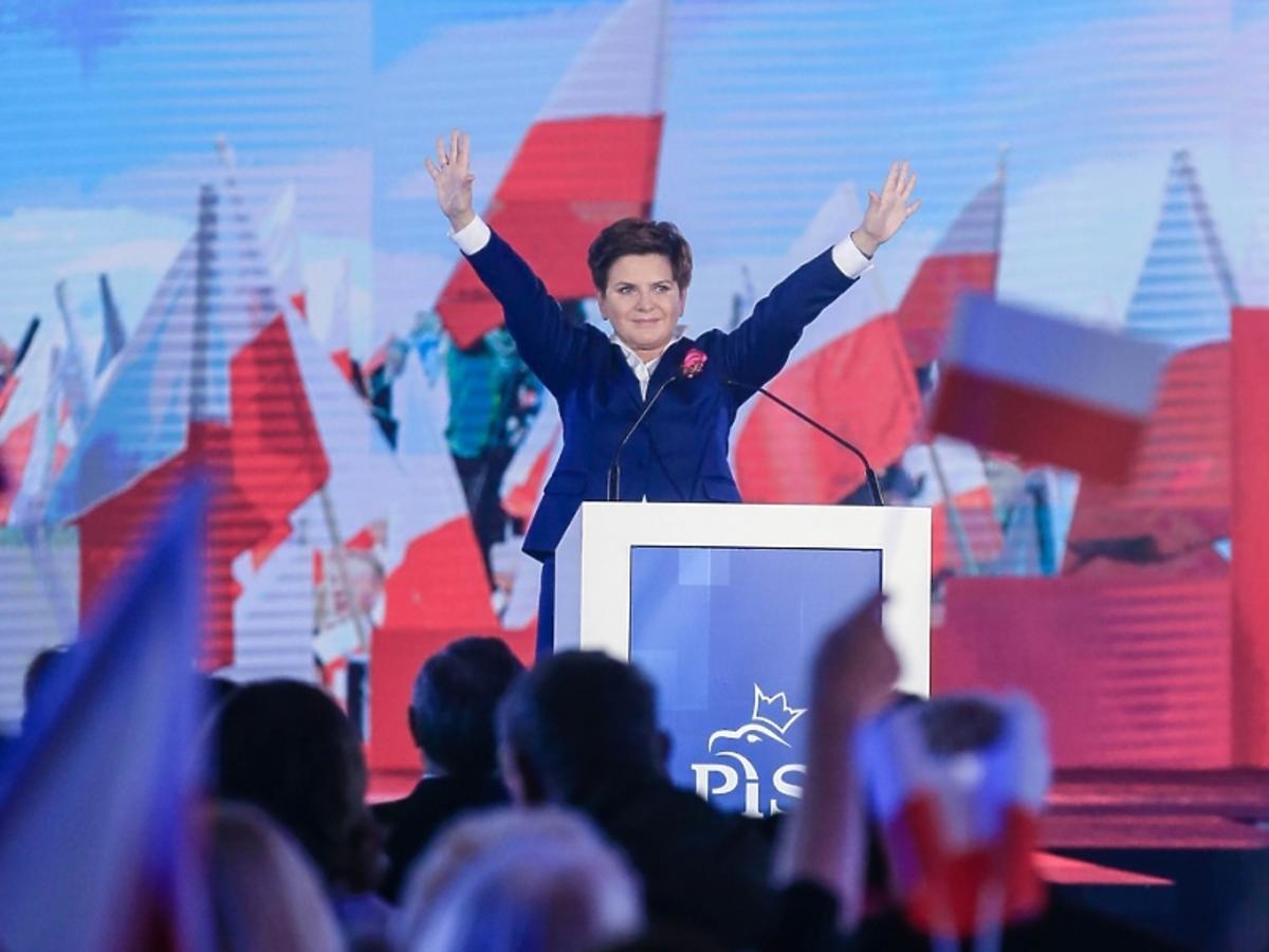 Beata Szydło triumfuje na wiecu wyborczym