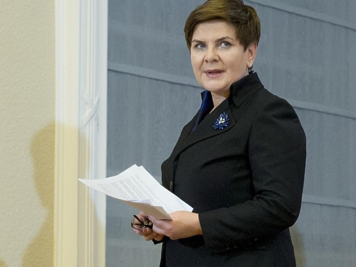 Beata Szydło w marynarce