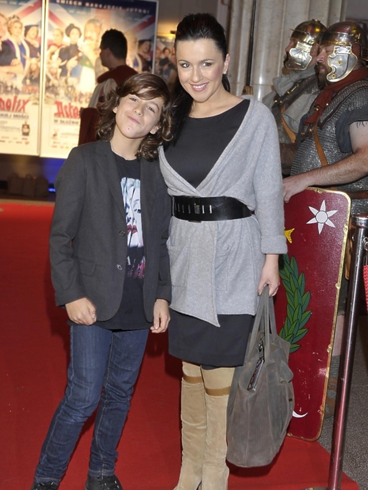 Beata Tadla z synem na premierze filmu