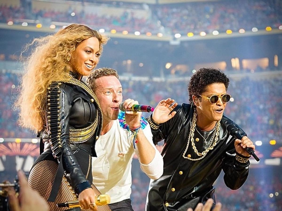 Beyonce, Bruno Mars, Coldplay na scenie