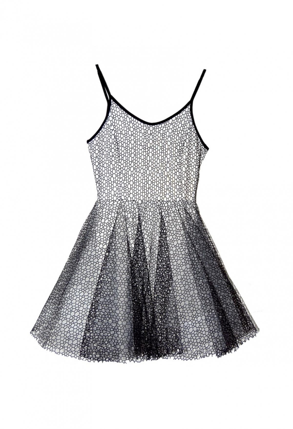 Biała rozkloszowana sukienka z czarną koronką