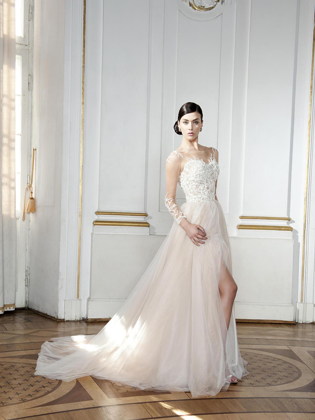 Biała suknia z tiulem