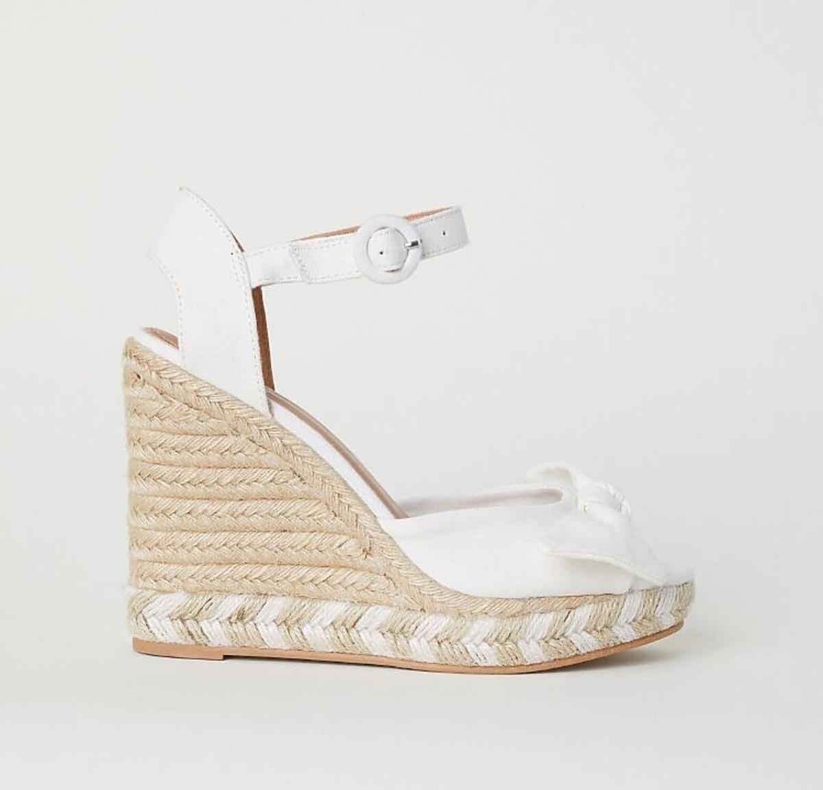 Białe koturny H&M wyprzedaż
