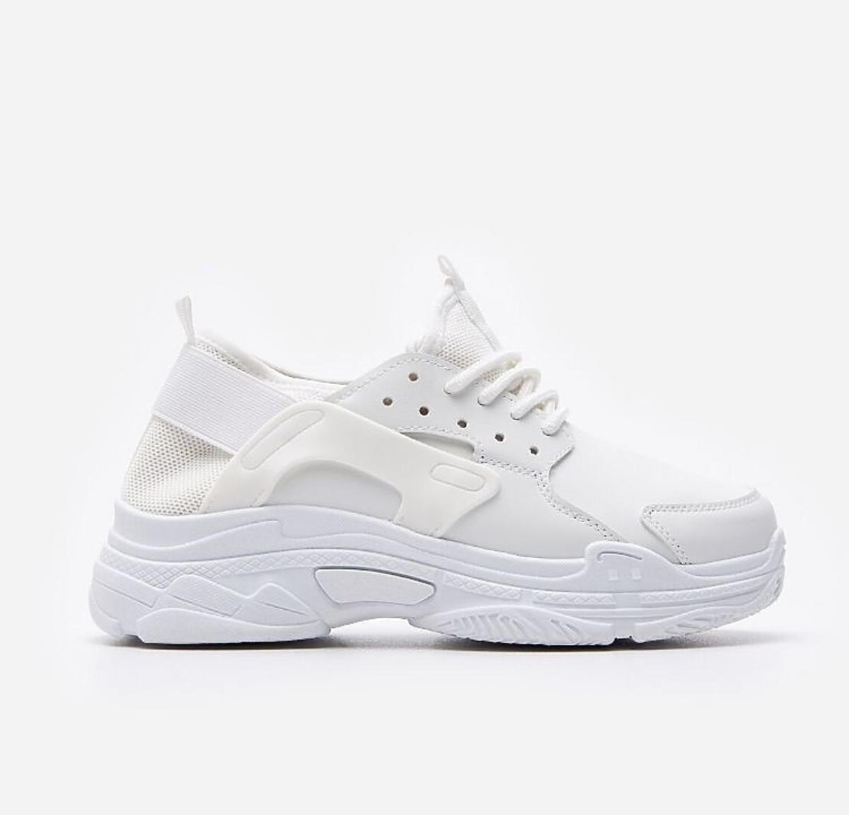 Białe sneakersy wyprzedaż House