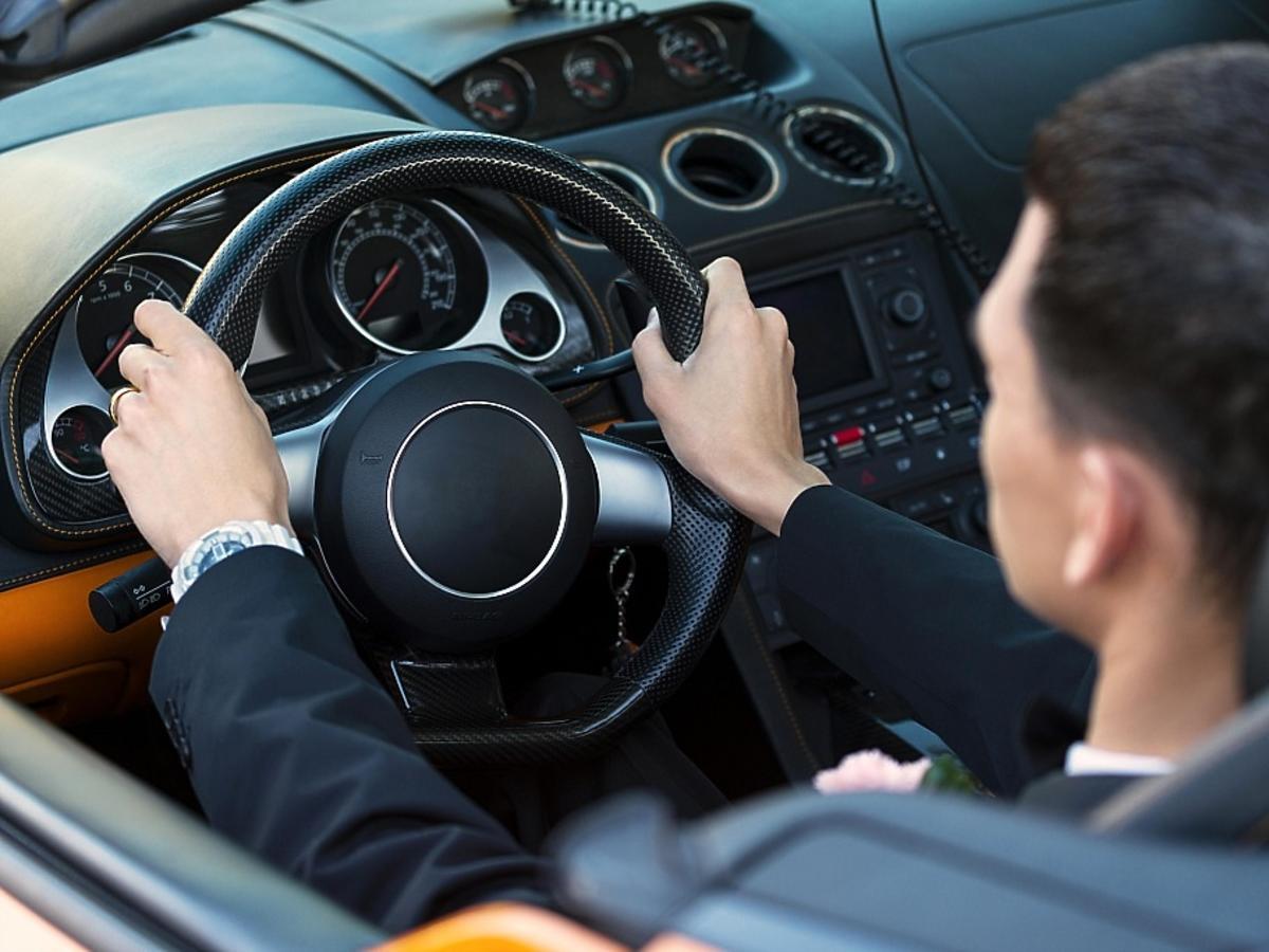 biznesmen w samochodzie