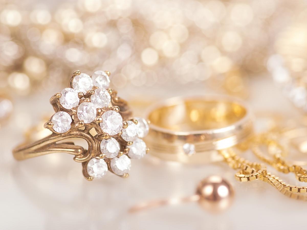 biżuteria ze sztucznego złota