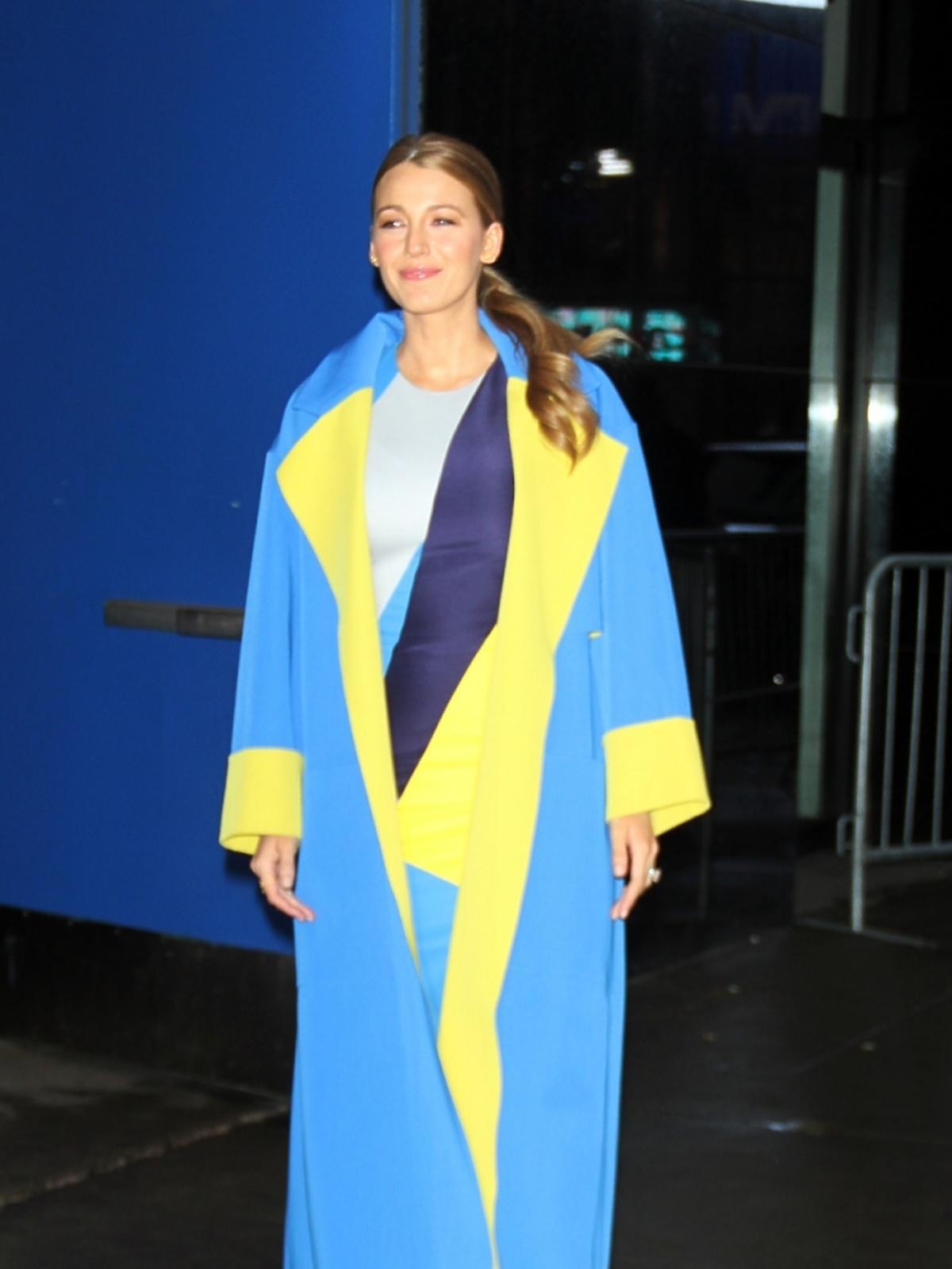 Blake Lively w kolorowym płaszczu