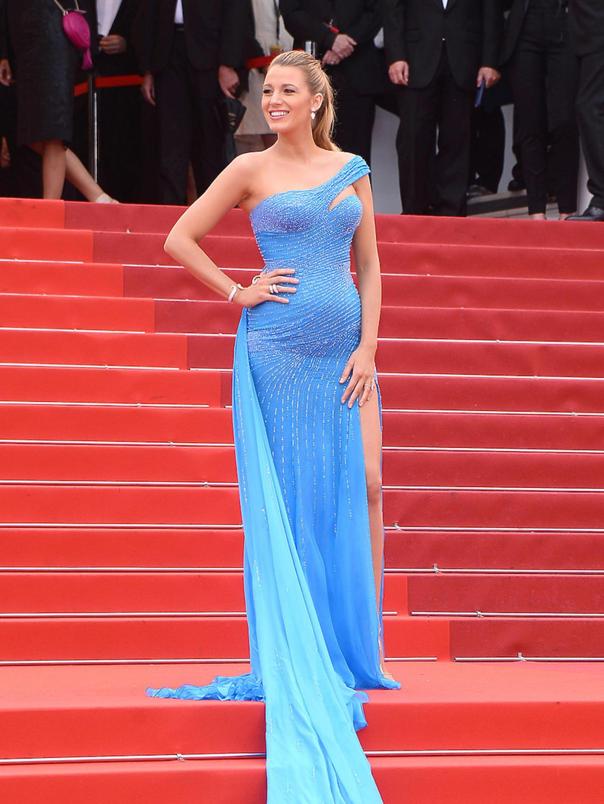 Blake Lively w niebieskiej sukience