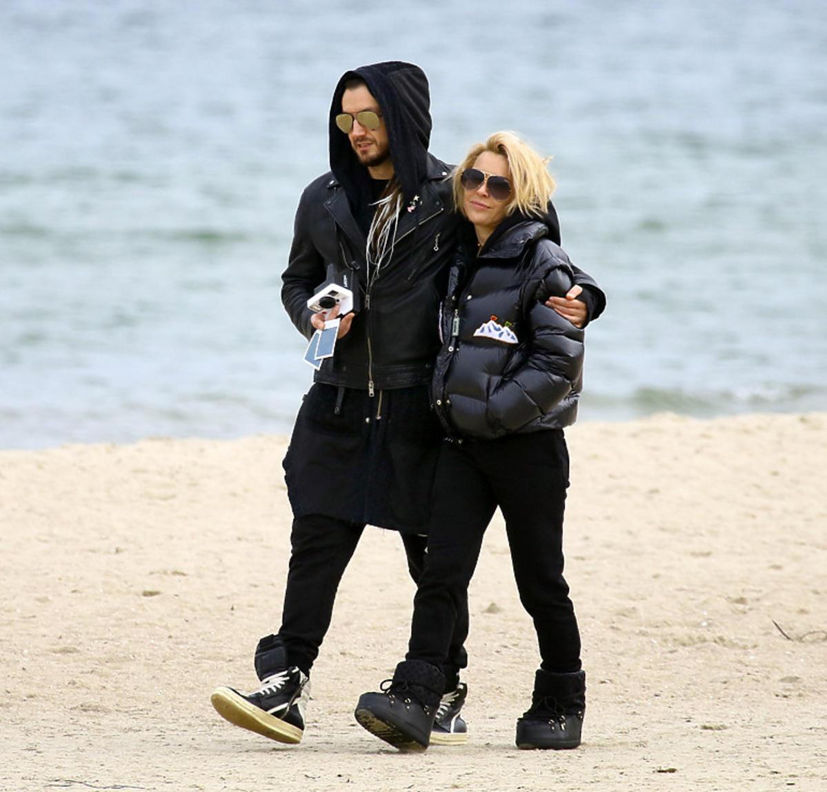 Blanka Lipińska i Baron na romantycznym spacerze