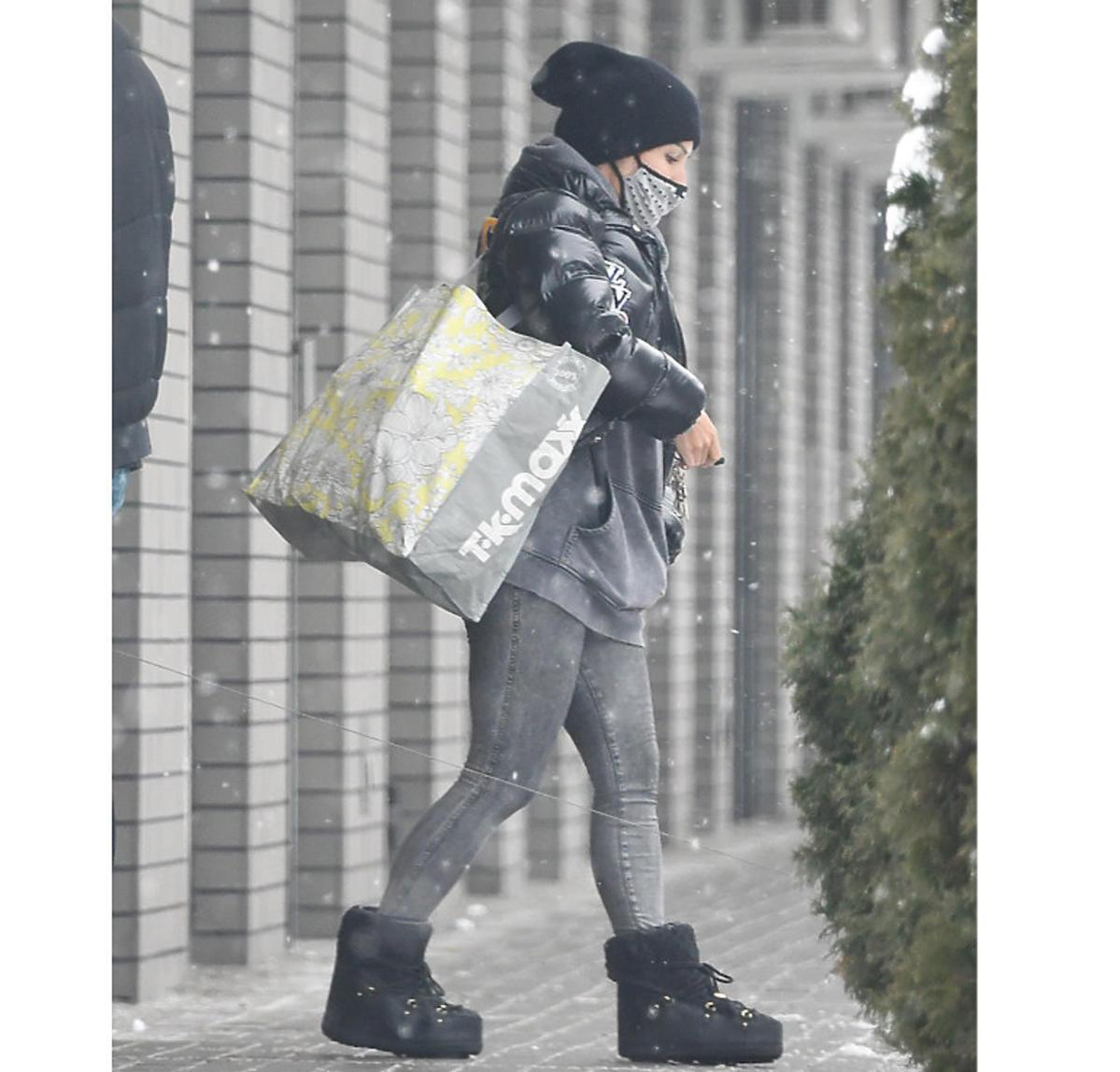 Blanka Lipińska robi zakupy w Biedronce, zdjęcia paparazzi