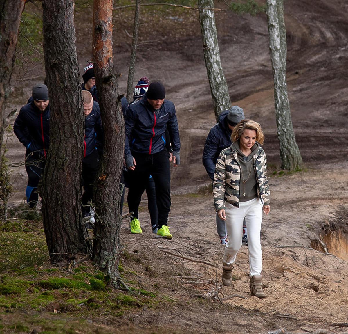 Blanka Lipińska w butach za 2000 złotych weszła w błoto! Chyba nie da się ich już uratować...