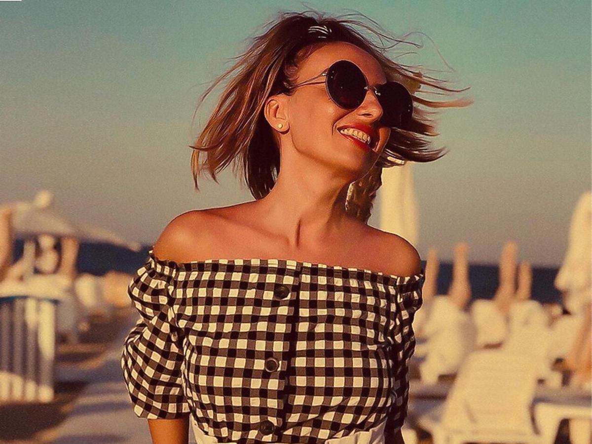 Bluzka hiszpanka w czarno-białą kratkę z H&M za 29 złotych to hit Instagrama!