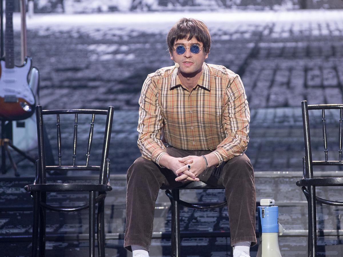 """Boogie z Łobuzów wcielił się w Liama Gallaghera z Oasis i zaśpiewał """"Wonderwall"""""""