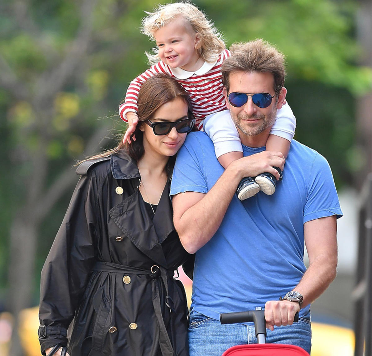 Bradley Cooper i Irina Shayk na spacerze z córką