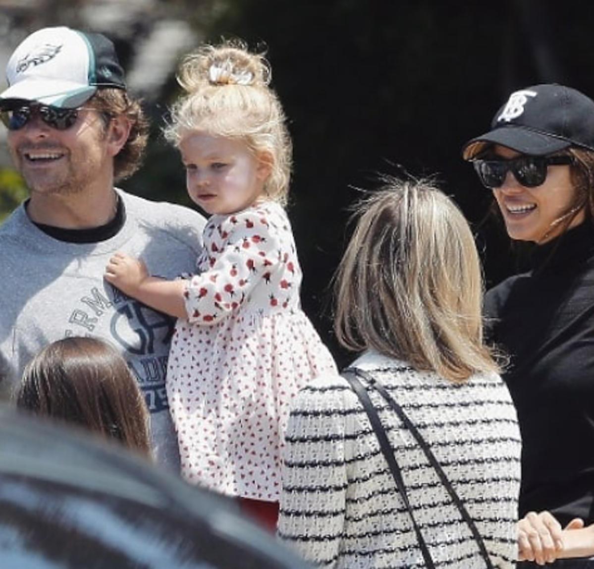 Bradley Cooper, Irina Shayk w parku z córką