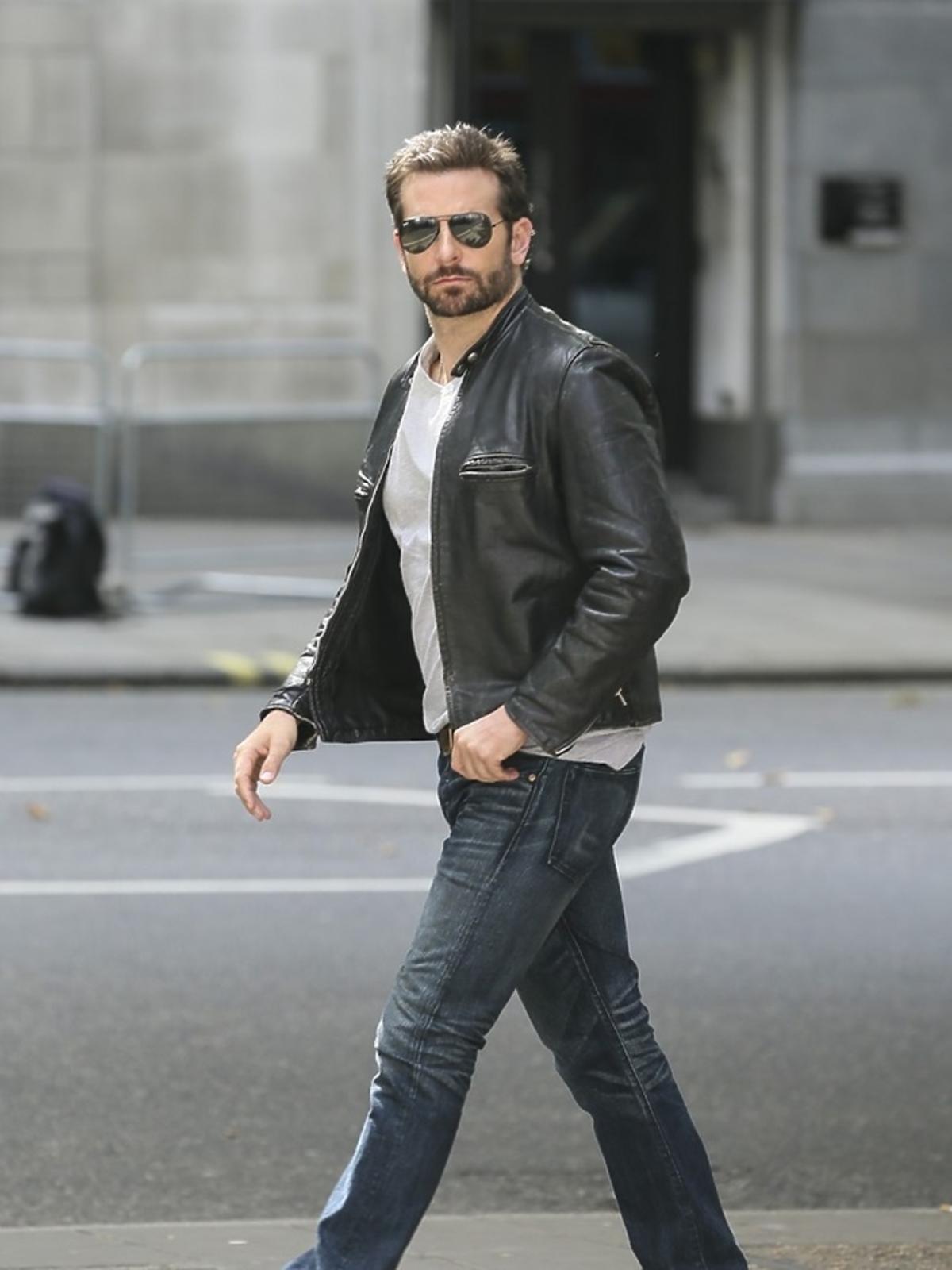 Bradley Cooper w skórzanej kurtce