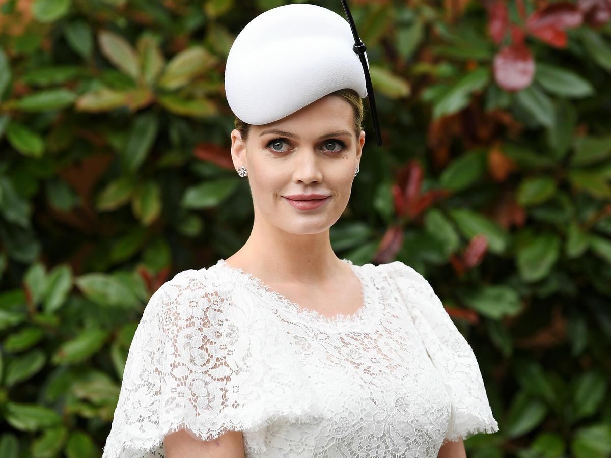 Bratanica księżnej Diany poślubiła starszego o 32 lata multimilionera. Wybrała piękną suknię