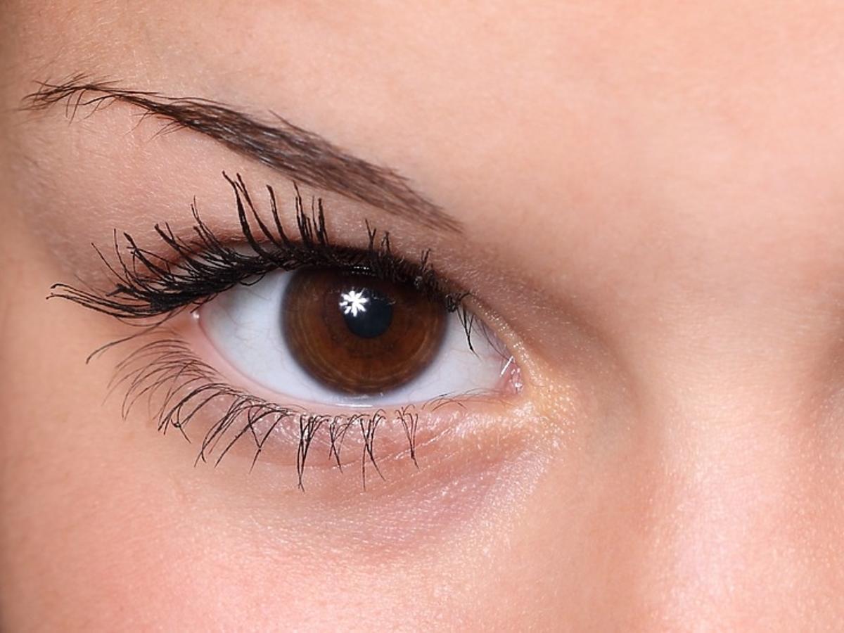 brązowe oczy kobiety