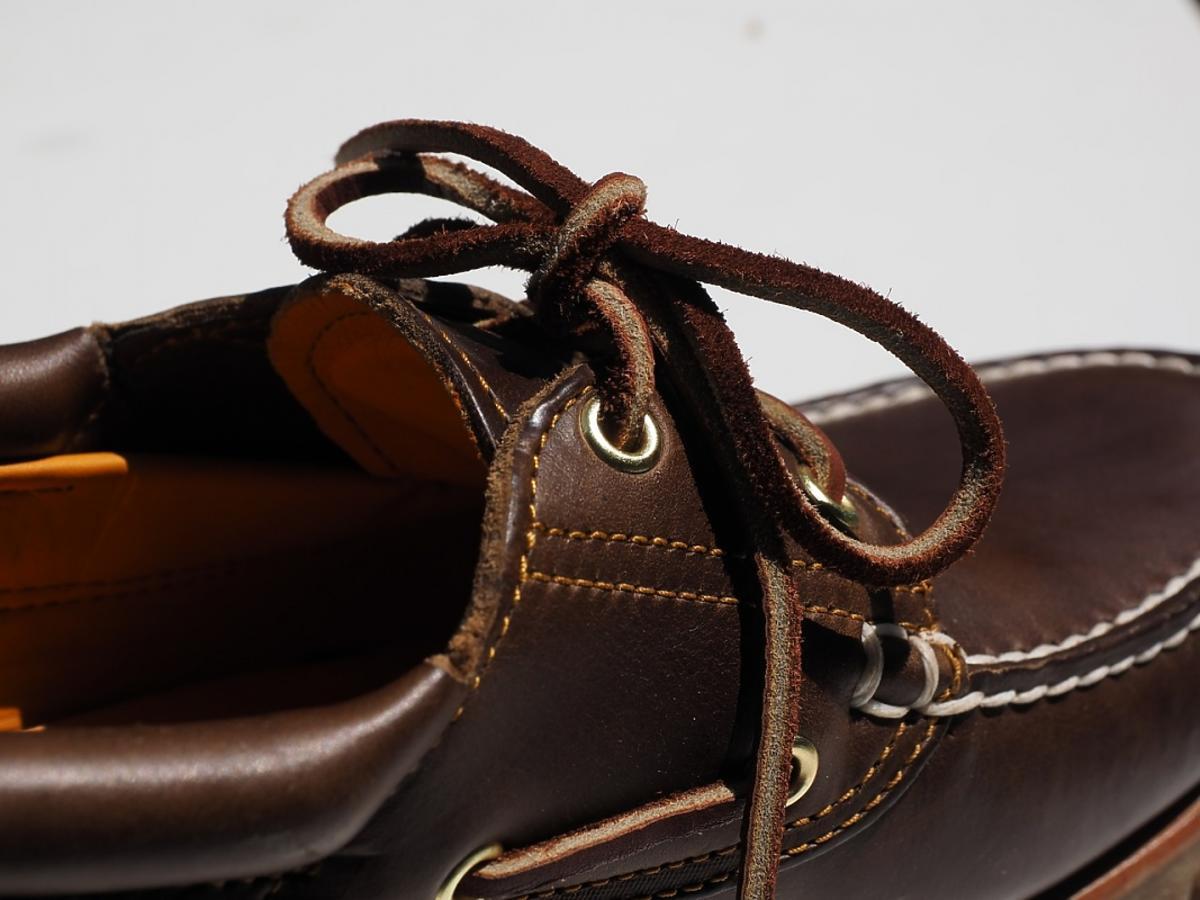 Brązowy but