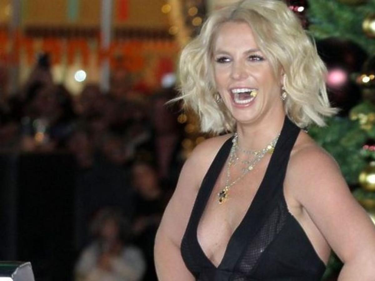 Britney Spears w sukience z głębokim dekoltem
